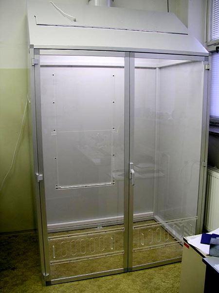Digestoř se skříňovými dveřmi